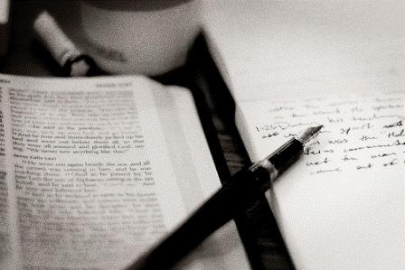bible-studying-pen-paper